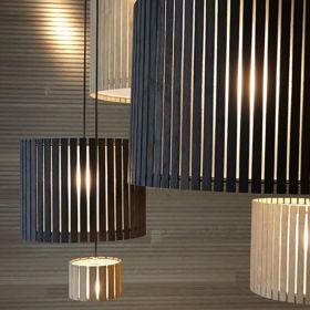 FAMBUENA – Luz Oculta Wood Pandent Lamp
